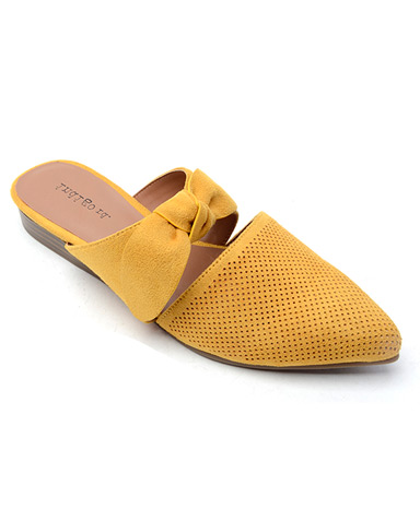 Gireson sandal in yellow.