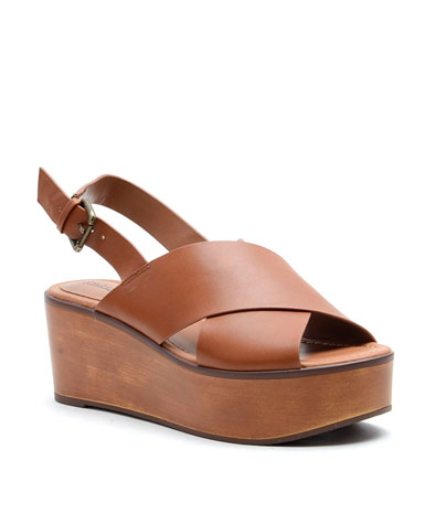 Fayina sandal in brown.