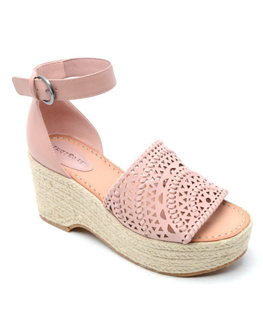 Jordie sandal in light pink leather.
